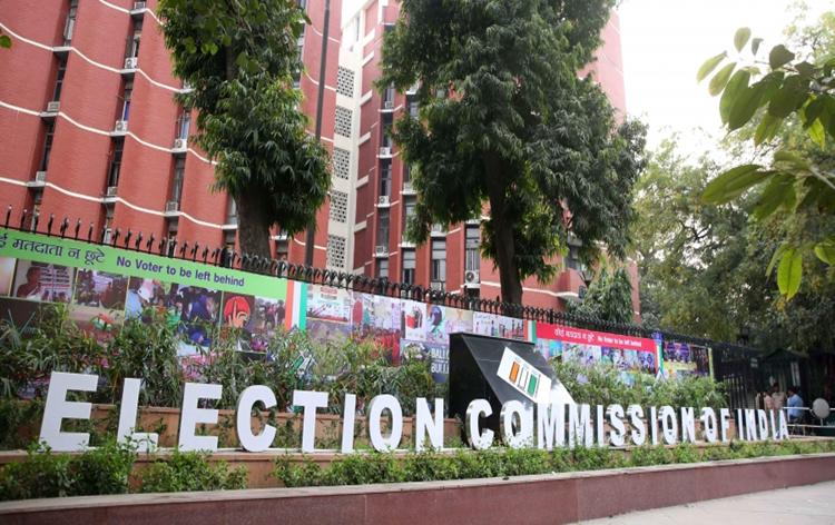 निर्वाचन आयोग ने मतदान मगरा सर्वेक्षणें उप्पर 29 अप्रैल संझा साड्डै सत्त बजे तकर रोक लाई