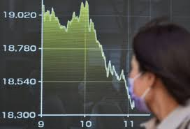 Asian stocks trade mixed as investors moved towards safer assets