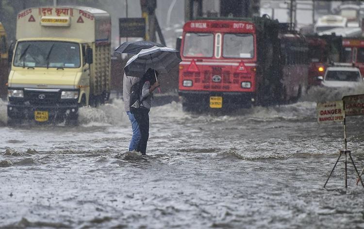 Heavy torrential rain plays havoc in Mumbai and entire