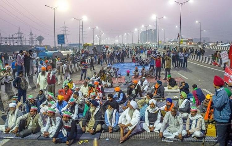 کسانوں کو احتجاج کا حق حاصل ہے لیکن وہ سڑکوں پر آمدورفت غیر معینہ مدت کیلئے نہیں روک سکتے: سپریم کور