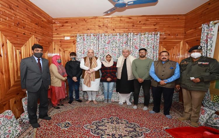 وزیر داخلہ امت شاہ جموں و کشمیر کے تین روزہ دورے پر آج صبح سری نگر پہنچے