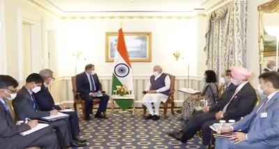 وزیراعظم مودی نے مختلف عالمی کمپنیوں کے چیف ایگزیکٹیو افسروں اور کاروباری لیڈروں کے ساتھ گفتگو کی